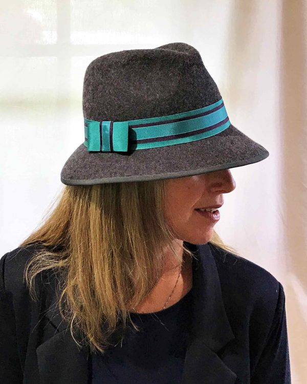 Side view of model wearing grey felt hat with turquoise trim